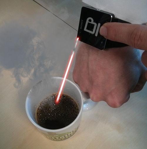 Sony a pensé à tout ! Un mini-rayon laser permet de réchauffer son café. Génial !